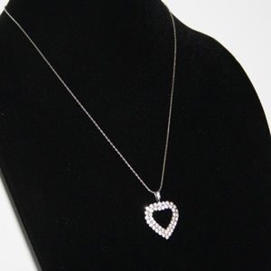 Beautiful vintage rhinestone heart necklace